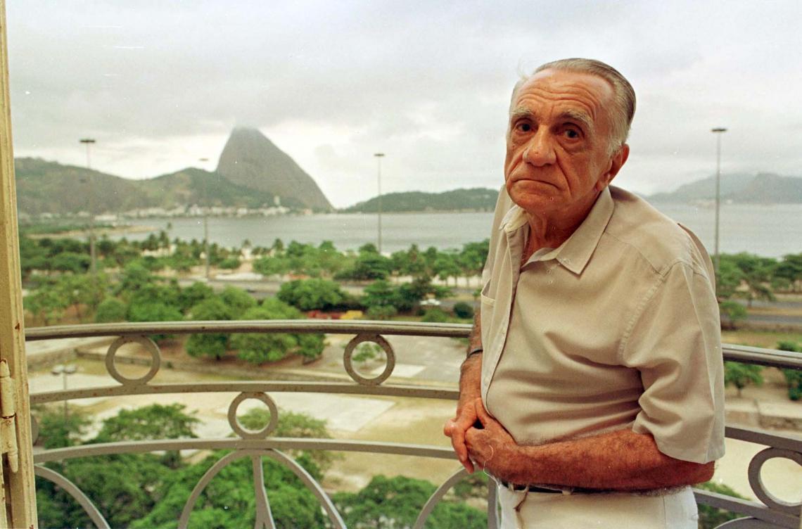 JOÃO Cabral de Melo Neto nasceu em Pernambuco e viveu muitos anos no Rio de Janeiro, onde morreu em outubro de 1999