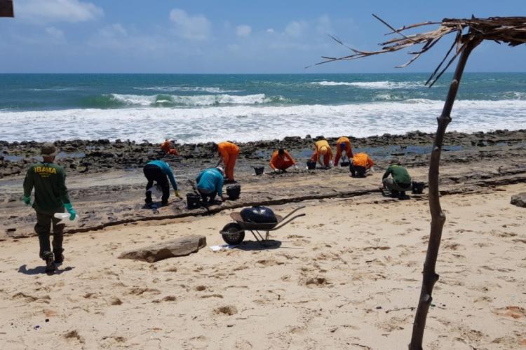 Resíduos de óleo foram encontrados em sete praias do Ceará (Foto: Prefeitura Municipal de Fortaleza (PMF) / Divulgação)