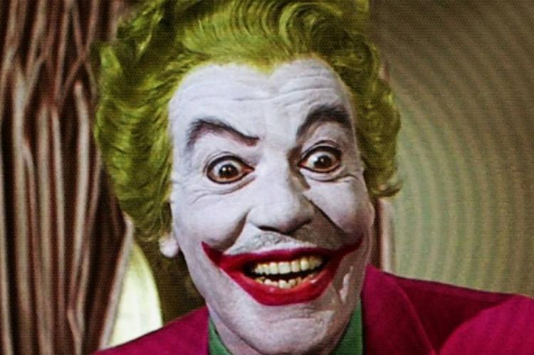Cesar Romero interpretou Coringa no filme Batman - O Homem Morcego, em 1966