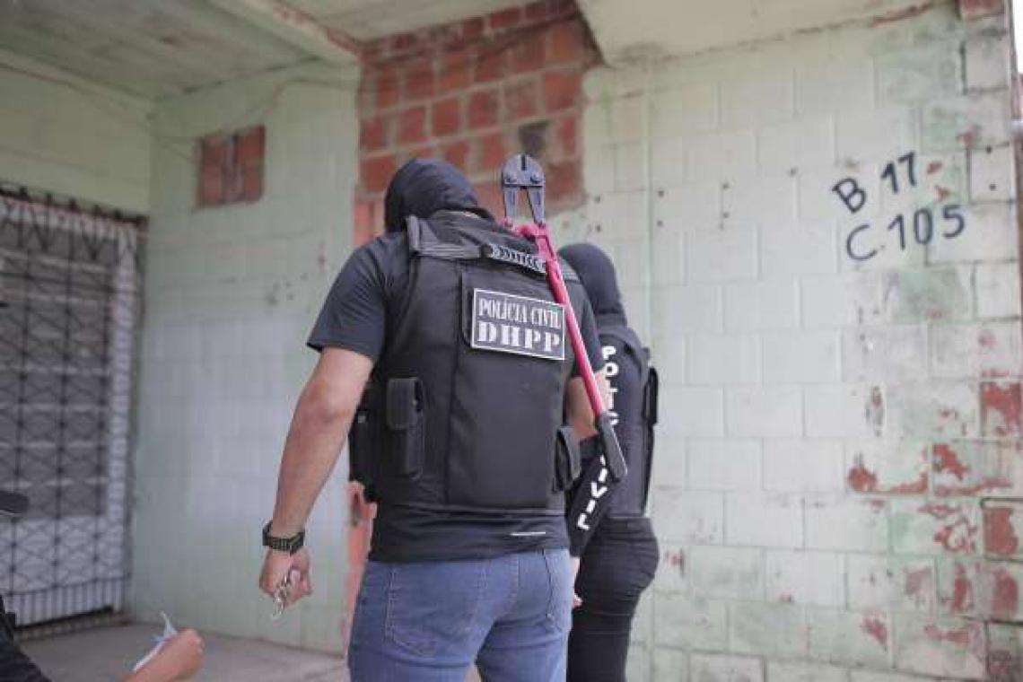 Policiais se dividiram em 80 equipes na operação