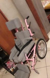 Na quarta-feira, 9, Patrícia informou que uma família doou através da AMR uma cadeira de rodas semelhante à da filha, que vai precisar de poucas adaptações
