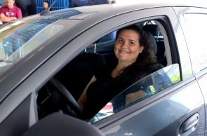FORTALEZA, CE, BRASIL,11-10-2019: Adailane da Silve, 26 motorista de aplicativo que aluga o carro em que trabalha. Aluguel de carros pela Uber.  (Foto: Fabio Lima/O POVO)