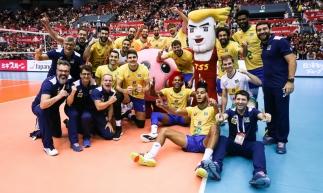 Jogadores celebraram a conquista ao fim da partida contra o Japão e subirão ao pódio nesta terça-feira, ao término da competição.