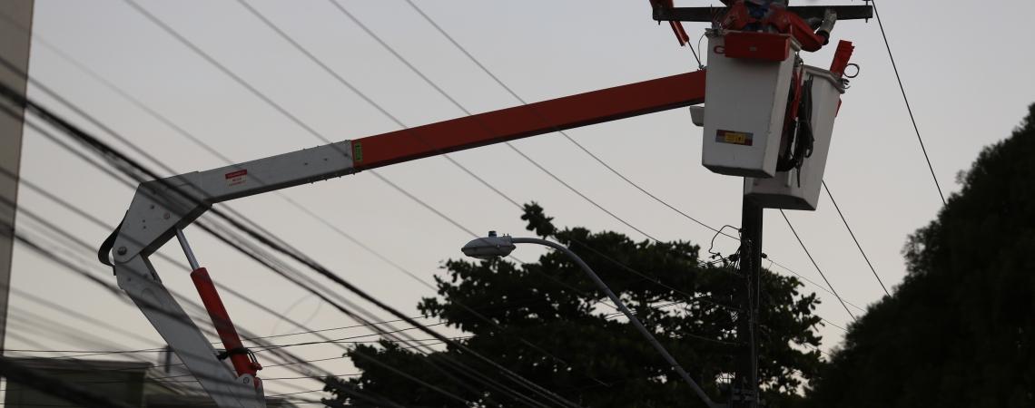 Condições climáticas e manutenção da rede elétrica foram impactaram sobre os indicadores, segundo a Enel (Foto: JÚLIO CAESAR)