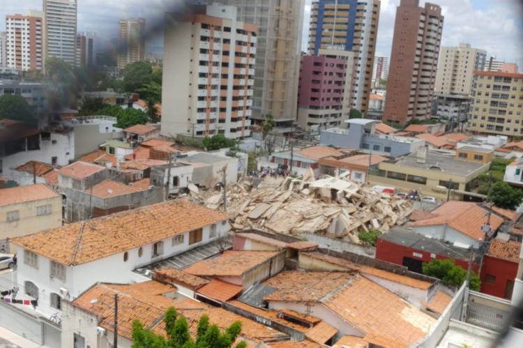 Da janela do quarto, o jornalista Bloc registra a primeira imagem do edifício Andrea que desabou por volta das 10h30min, no dia 15 de outubro de 2019