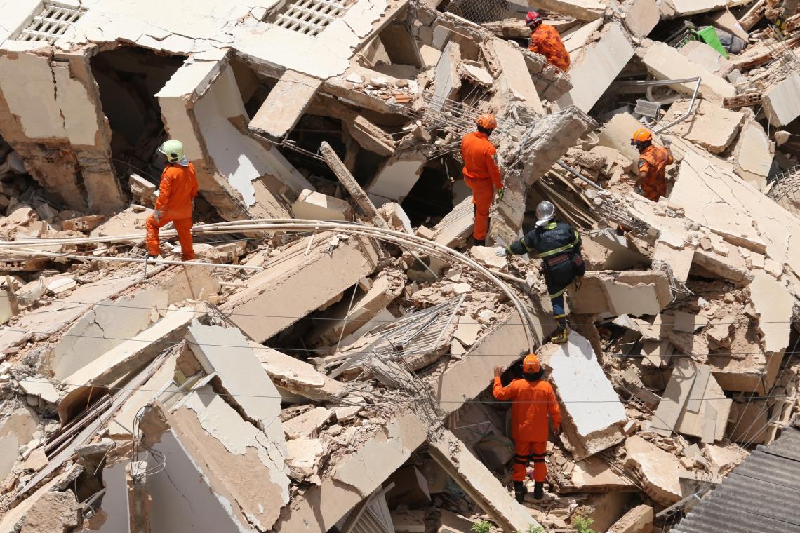 O edifício Andréa, que desabou na manhã desta terça-feira, tinha sete andares. Eram dois apartamentos por andar