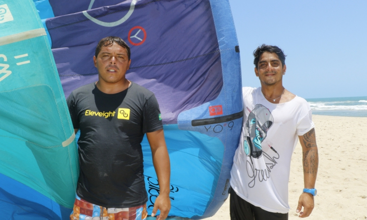 Rafinha e Emmanuel esperam dias melhores para os atletas de kitesurf no Ceará no Circuito Mundial de Kitesurf, na Praia do Preá