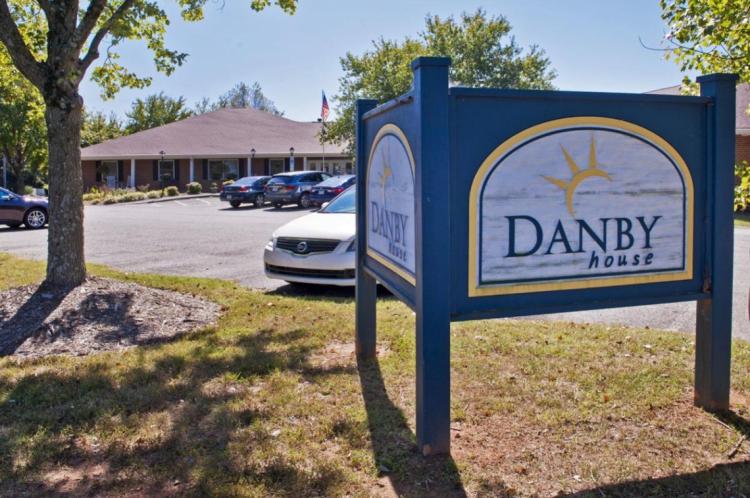 As três foram demitidas em junho, quando Danby House soube das alegações
