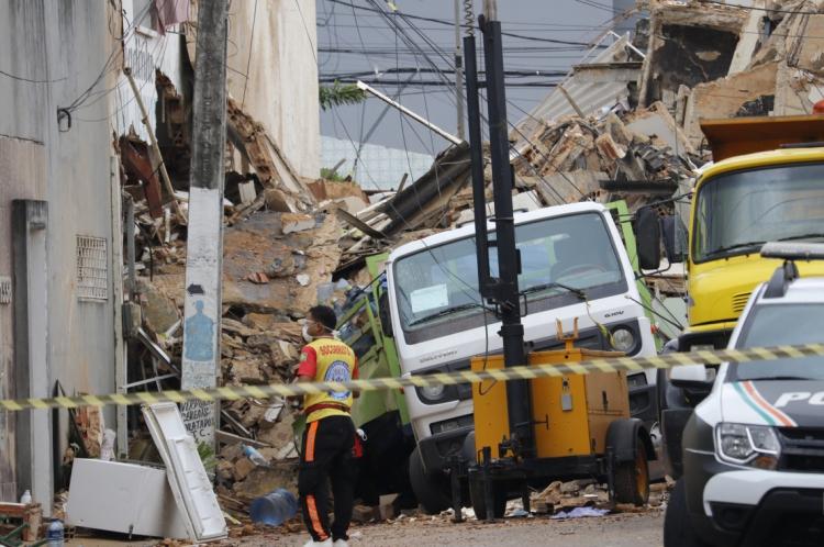 FORTALEZA, CE, BRASIL, 16-10-2019: Segundo dia do desabamento do edificio Andrea, no mbairro Dionisio Torres. (Foto: Mauri Melo/O POVO).