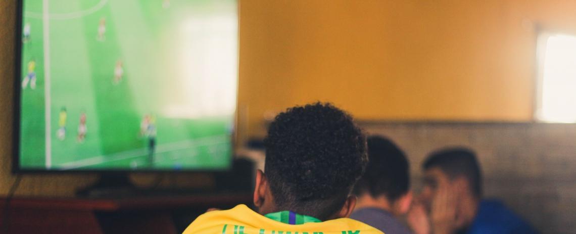 Confira a programação de futebol na TV para esta quinta-feira, 17 de outubro