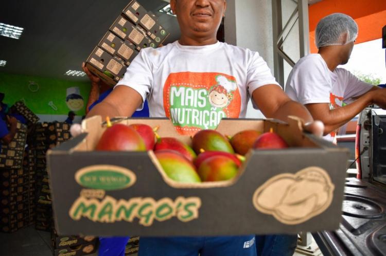 As mangas foram entregues hoje na Central de Abastecimento, em Maracanaú