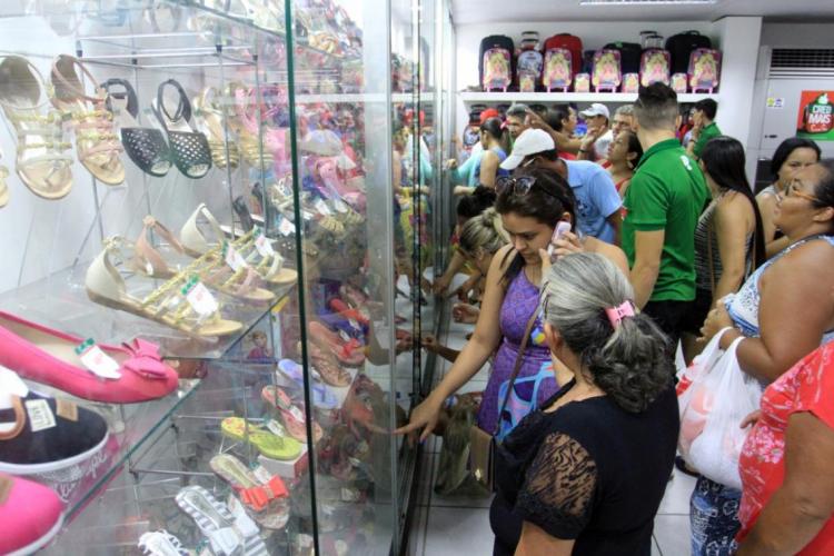 O comércio está bem aquecido e com estoques aguardando a clientela. (Foto: OPOVO.DOC)
