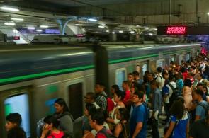 Em oito meses, foram 80 panes que paralisaram as Linhas Sul e Centro - a maior do Recife