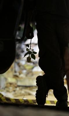 FORTALEZA, CE, BRASIL, 19-10-2019: Bombeiros encontram a última vítima do edifício Andréa e encerram o trabalho de buscas. Iniciou em seguida o trabalho da perícia de engenharia no local da tragédia. (Foto: Júlio Caesar/O Povo)