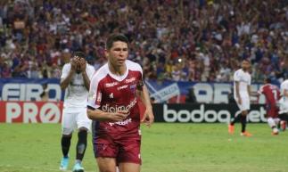 Osvaldo foi autor de um dos gols que levou o Fortaleza à vitória diante do Grêmio