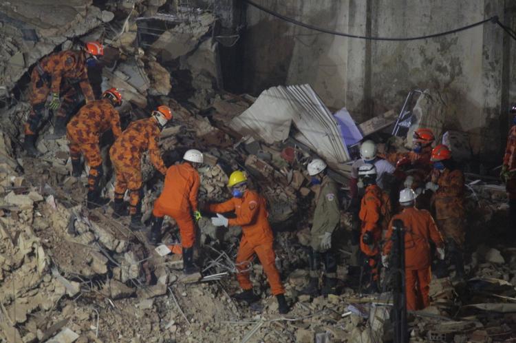 Trabalho dos bombeiros não cessou desde o primeiro dia da tragédia no edifício Andréa