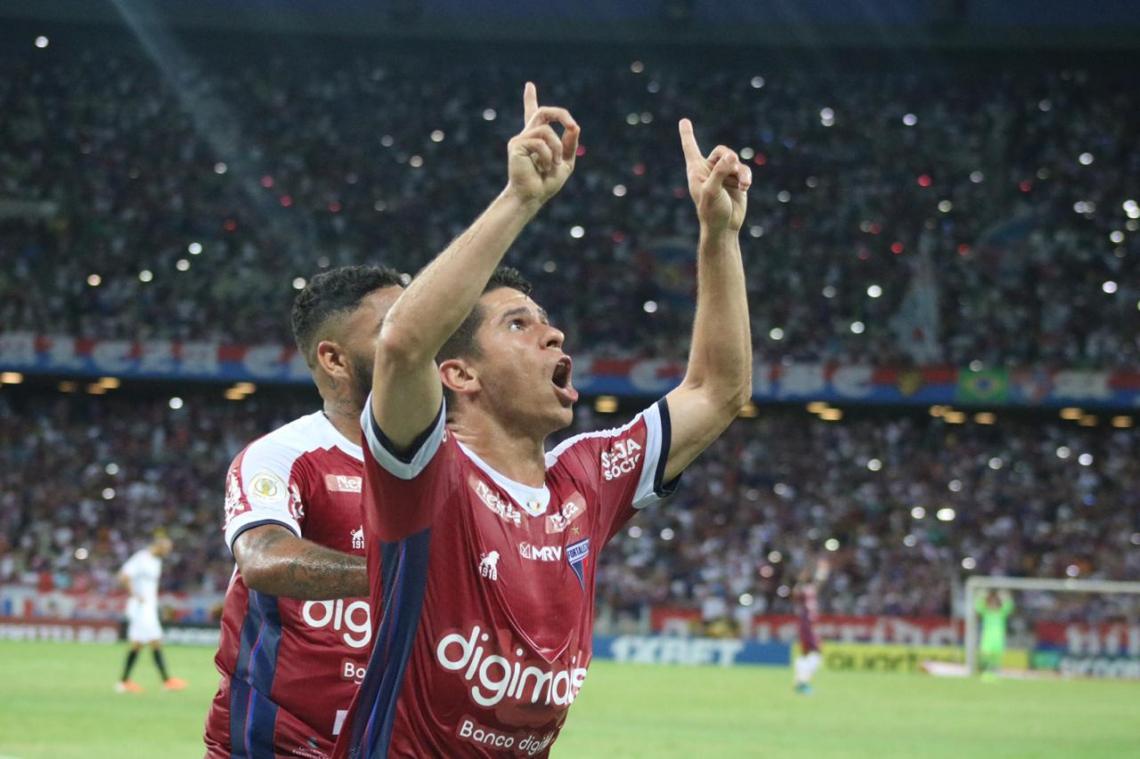 Osvaldo é o recordista do elenco tricolor, com quatro campeonatos internacionais no currículo