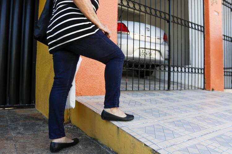 FORTALEZA, CE, Brasil. 21.10.2019: Calçadas com problemas. (Fotos: Deísa Garcêz/Especial para O Povo)
