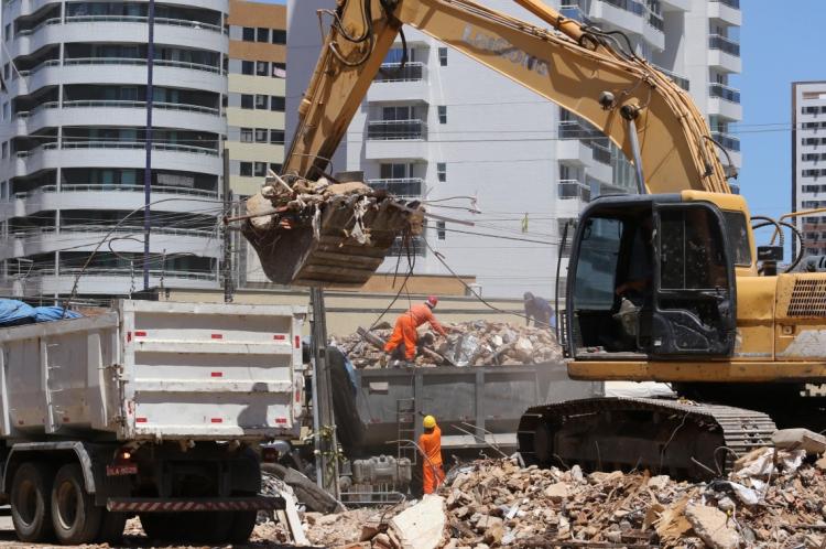FORTALEZA, CE, BRASIL,22-10-2019: local dos escombros do edificio Andrea.  (Foto: Fabio Lima/O POVO)