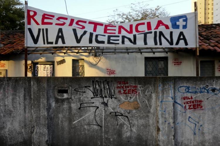 Em 2016, algumas casas foram demolidas na Vila Vicentino na Antônio Sales, no Bairro Dionísio Torres
