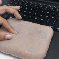A ideia é que a cobertura também possa exercer funções como a do touchpad dos notebooks