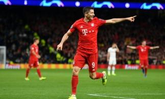 Lewandowski comemora um de seus gols marcados na competição