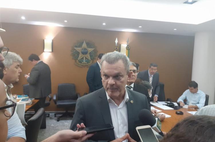 Presidente da Assembleia Legislativa José Sarto em coletiva.