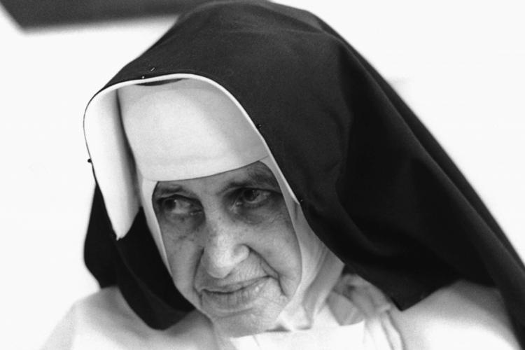 Brasil, Salvador, BA. 11/09/1989. Irmã Dulce, conhecida como o anjo bom da bahia..foto: Agliberto Lima/AE.Pasta: 40.257 (Foto: BANCO DE IMAGENS)