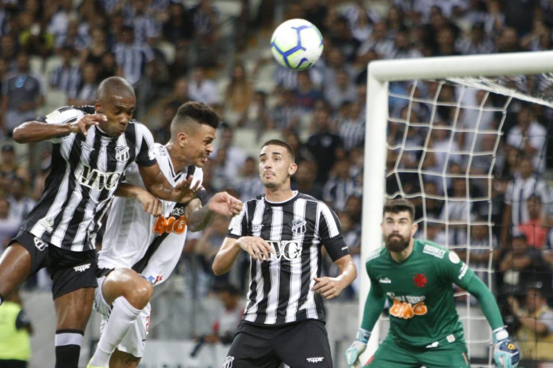 Ceará teve dificuldades para chegar ao gol, mesmo tendo mais volume de jogo