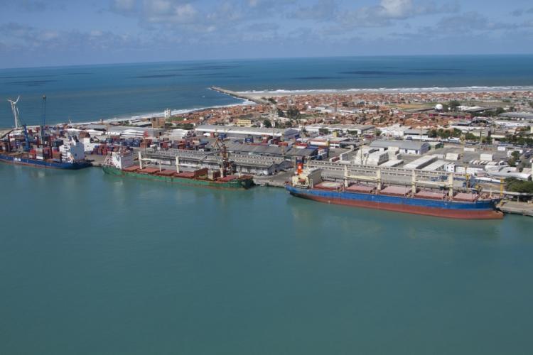 Terminal localizado em Fortaleza abriga o parque de armazenamento de combustíveis do Estado (Foto: FABIO LIMA)