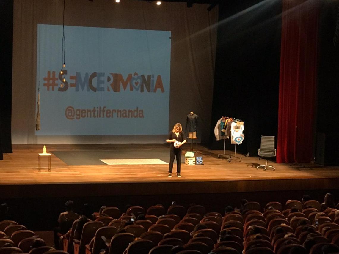 Fernanda Gentil apresenta o espetáculo
