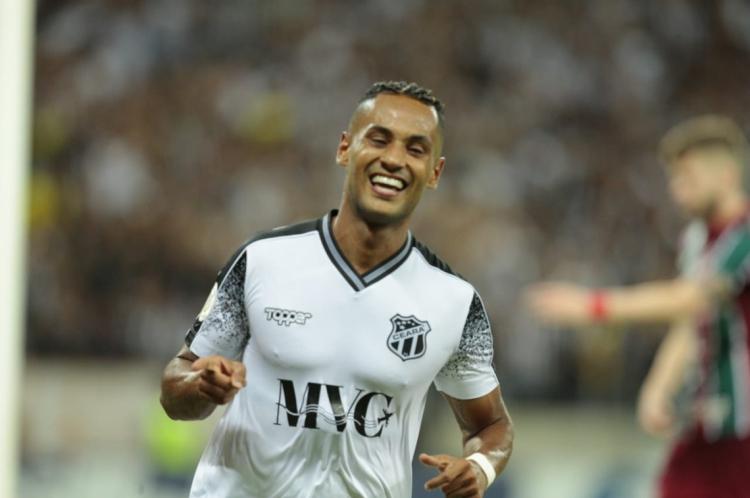 Mateus Gonçalves marcou o 2° gol do Ceará na vitória sobre o Fluminense