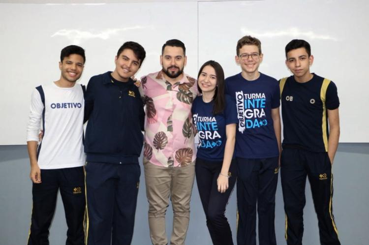 Equipe S.I.T.A. do Colégio Objetivo, composta pelos alunos Mateus Dumont, Ana Caroline Ribeiro, Pedro Gomes, Raul Ribeiro e Antonio Sales
