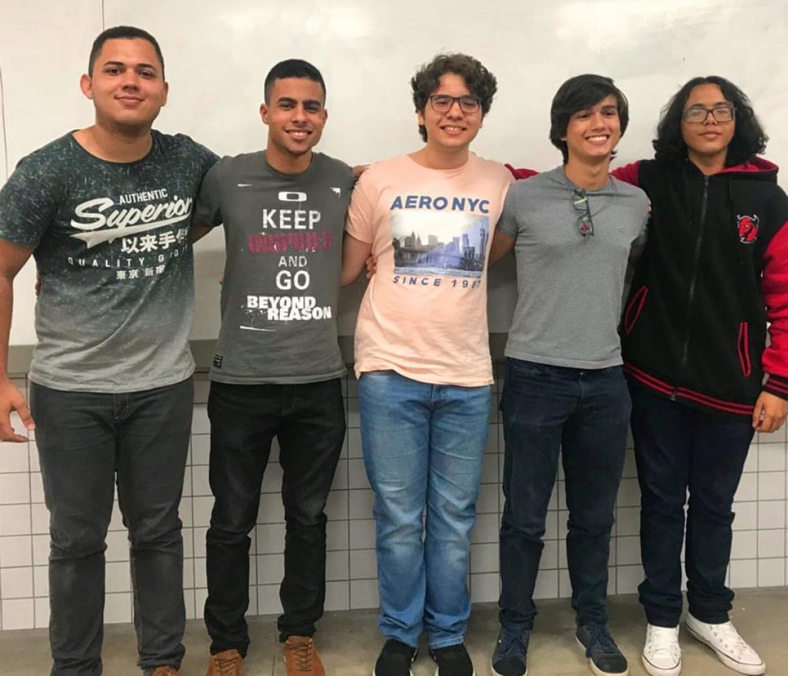 Integrantes da equipe CardTive, do Colégio Ari de Sá – Yan Benevinuto, Davi Pereira, Lucas Borges, Marcus Vinícius e Hugo Rafael