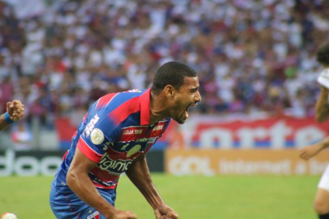 Gabriel Dias poderá participar da partida entre Fortaleza e Santos.