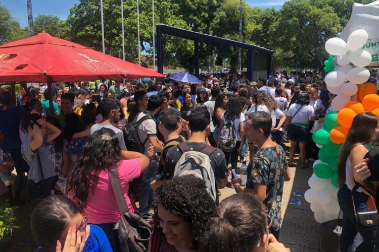 Concentração de estudantes na Uece/Itaperi (Foto: BÁRBARA BEZERRA/O POVO)