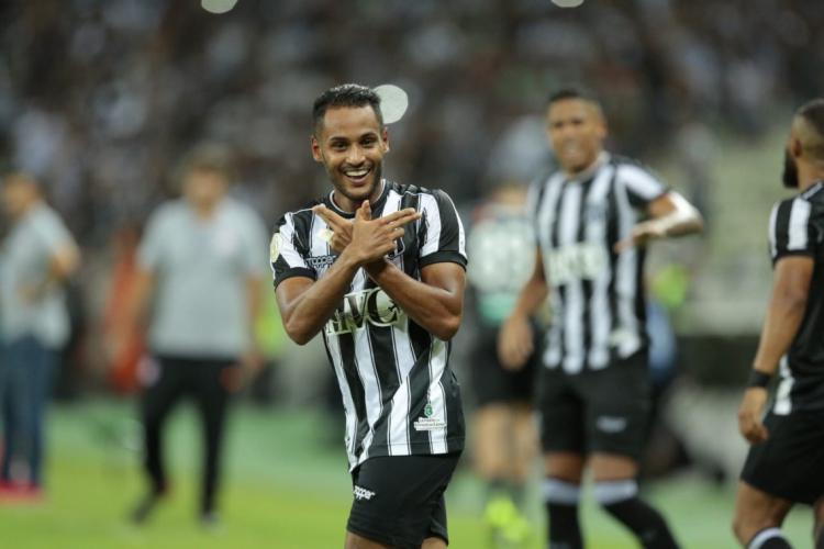Mateus Gonçalves comemora gol da campanha do Ceará em 2019 (Foto: Julio Caesar / O POVO)