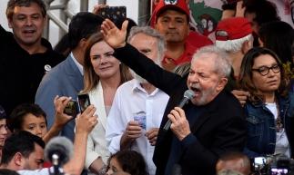 """""""Eu quero lutar para provar que se existe uma quadrilha e um bando de mafioso é essa maracutaia, liderada pela Rede Globo"""", anunciou o ex-presidente"""