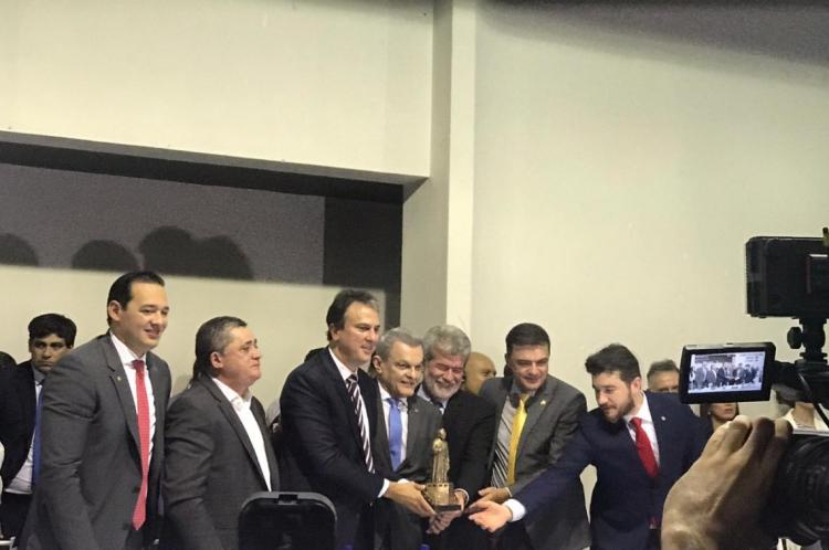 Camilo Santana assina ordem de serviço para instalação do teleférico de Juazeiro do Norte e presta homenagem a Padre Cícero