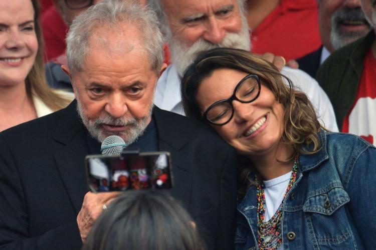 Lula e Janja (Foto: HENRY MILLEO / AFP)