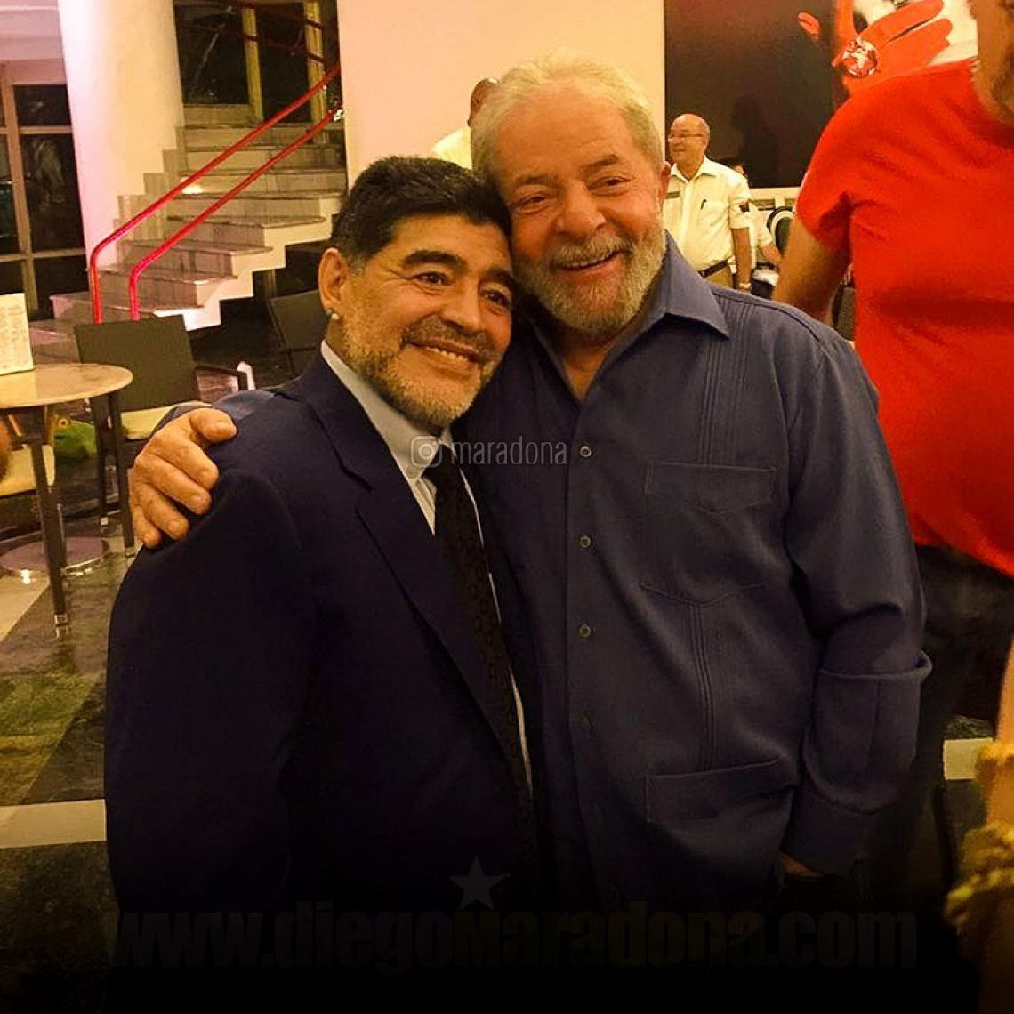 Diego Maradona é declaradamente fã do ex-presidente Lula