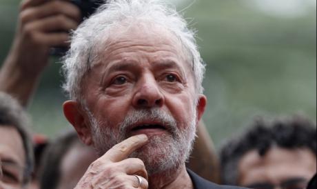 Ex-presidente Lula deixou a prisão, mas não pode se candidatar