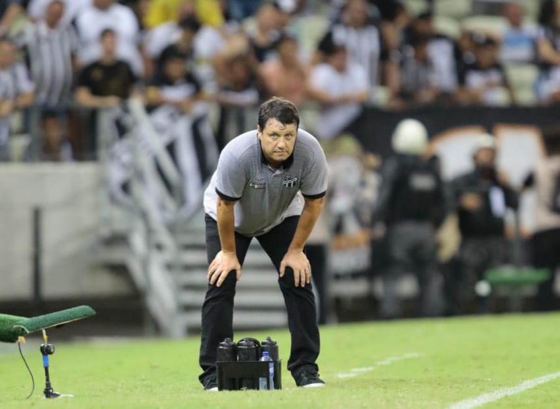 Adílson Batista observa time do Ceará na derrota diante do Fortaleza no Clássico-Rei do segundo turno da Série A 2019