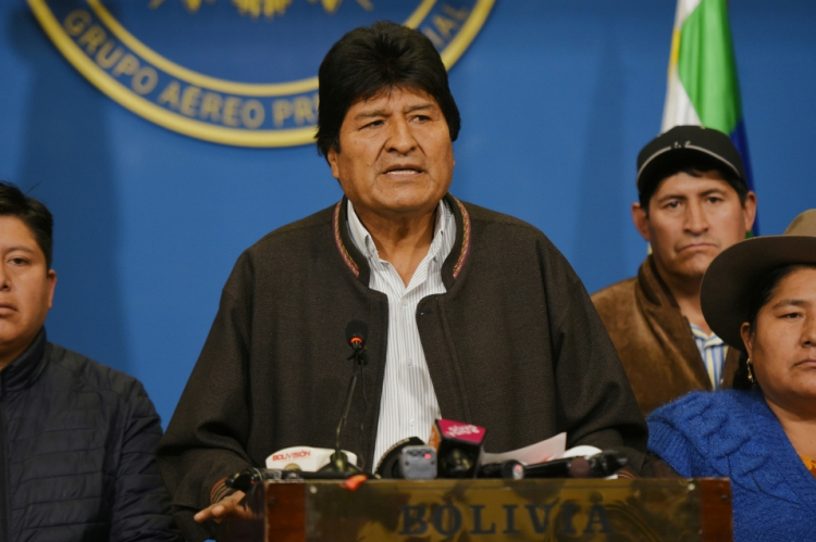 O presidente Evo Morales pediu neste domingo novas eleições gerais na Bolívia e anunciou a renovação do Tribunal Supremo Eleitoral (TSE), na sequência do relatório da Organização dos Estados Americanos (OEA) realizou uma auditoria integral do processo eleitoral de 20 de outubro passado.