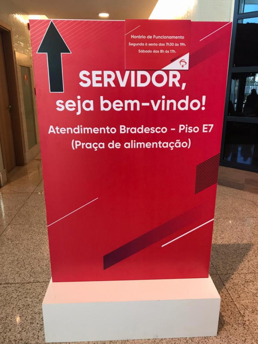 O banco informa o local de atendimento aos servidores no shopping