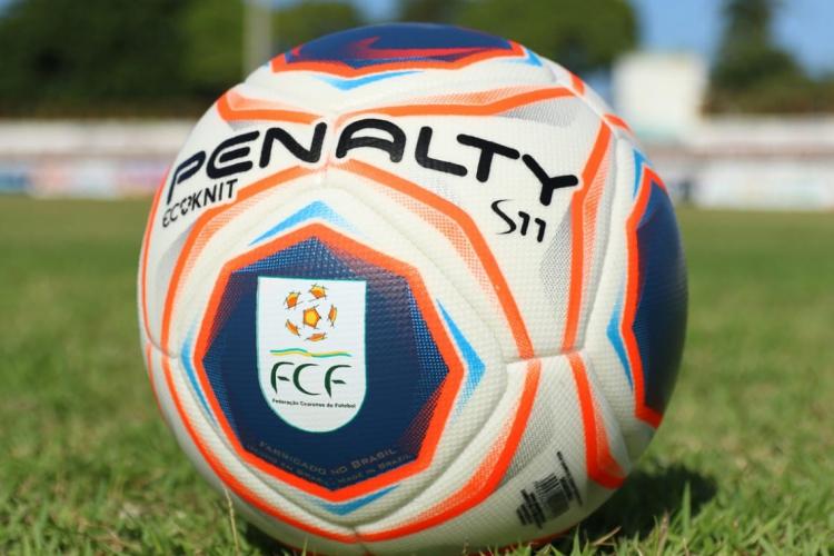 Bolas serão higienizadas com álcool 70% antes das partidas (Foto: Pedro Chaves/FCF)