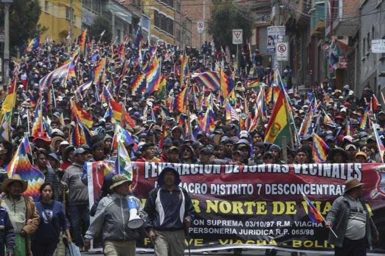 Multidão foi às ruas da capital apoiar Evo Morales