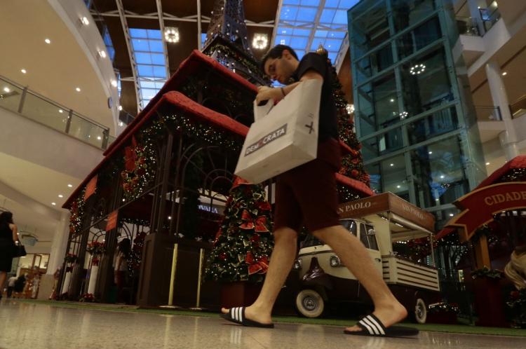 Consumidores de Fortaleza devem comprar mais em shoppings, centros comerciais e lojas de rua