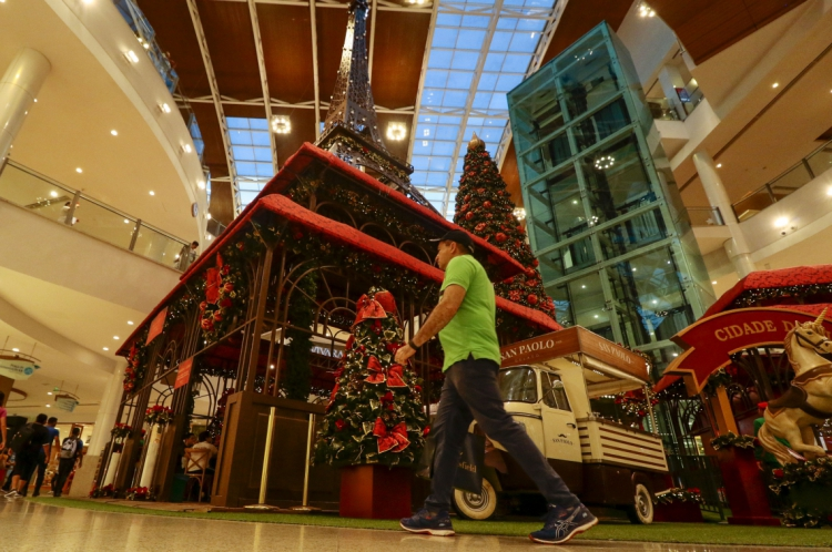 Consumidores se preparam para as compras de fim do ano.  (Alex Gomes/O Povo)