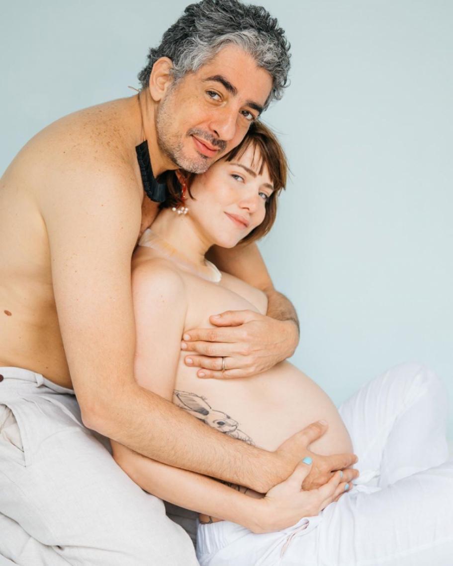 Nasceu a primeira filha da atriz Letícia Colin com o ator Michel Melamed.